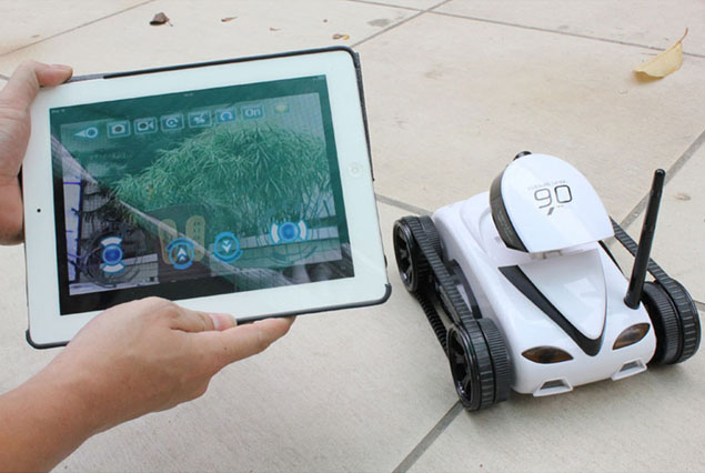 Танк Brookstone Rover App-Controlled Spy Tank with Night Vision