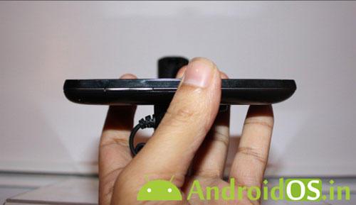 смартфон LG Univa E510 (вид збоку)
