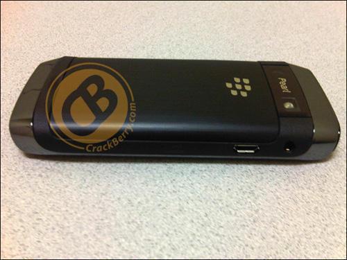 Телефон BlackBerry Pearl 9100 (задня панель)