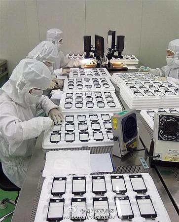 производство дисплеев для iPhone 5