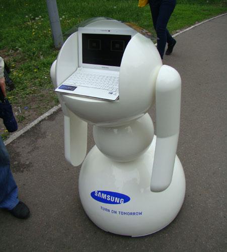 Робот по имени SAM создан при содействии компании Samsung.  Все, кроме нетбука (использована модель N150)...