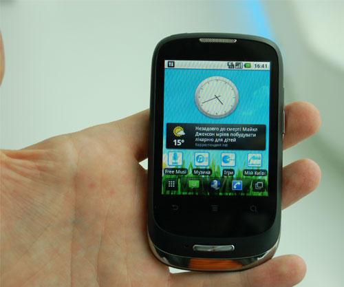 Размеры смартфона - 104мм х 56мм х 13мм (ДЧШЧТ), а вес 100 граммов.