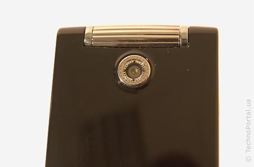 LG KF305 (Объектив камеры)