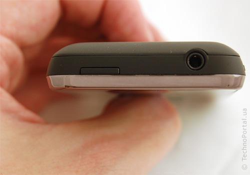Garmin-ASUS Nuvifone M10   роз'єми з боків
